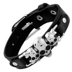 Čierny náramok z umelej kože a ocele, tri lebky s prekríženými kosťami