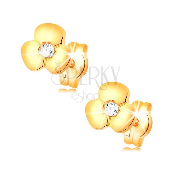 Zlaté náušnice 585 - žiarivý číry briliant v lesklom kvietku, puzetky