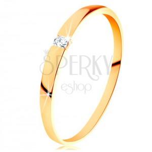 Zlatý 14K prsteň - ligotavý zirkón čírej farby, hladké vypuklé ramená