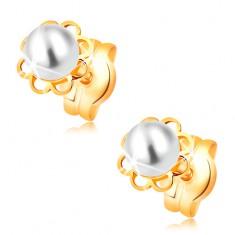Šperky eshop - Náušnice zo žltého 14K zlata - vyrezávaný kvietok, biela perla GG16.11