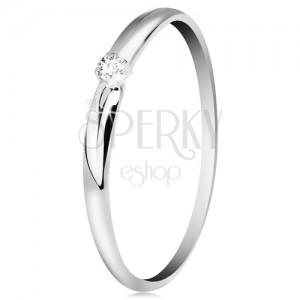 Briliantový prsteň v bielom 14K zlate - tenké zárezy na ramenách, číry diamant
