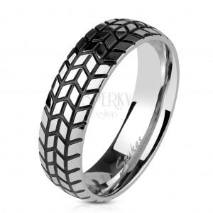 Oceľová obrúčka striebornej farby, štrukturovaný dezén pneumatiky, 6 mm