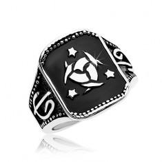 Oceľový prsteň, čierny obdĺžnik s keltským uzlom a tromi hviezdami