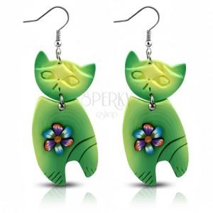 Visiace náušnice FIMO, veľká zelená mačka s farebným kvietkom