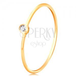 Zlatý diamantový prsteň 585 - ligotavý číry briliant v lesklej objímke, úzke ramená