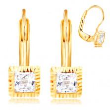 Zlaté 14K náušnice - štvorcová objímka so zárezmi, brúsený číry zirkón, 3 mm