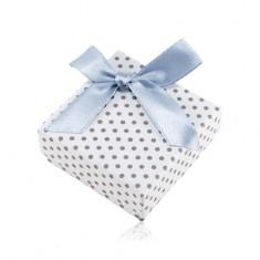 Šperky eshop - Krabička na náušnice alebo dva prstene, biely povrch, sivé bodky a lesklá mašľa Y14.02