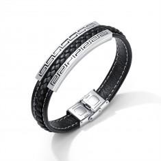 Čierny koženkový náramok, oceľová známka striebornej farby - grécky kľúč