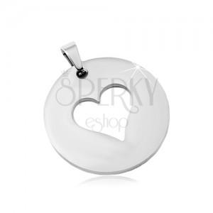 Oceľový prívesok v striebornom odtieni, matný kruh s výrezom srdca