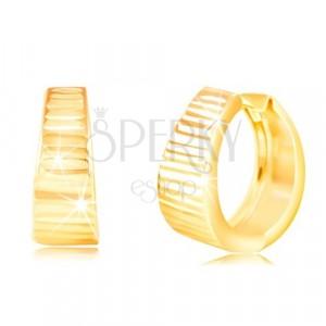 Náušnice zo žltého 14K zlata - krúžok s ligotavými vodorovnými ryhami