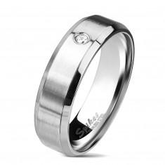 Oceľový prsteň striebornej farby, matný pás s čírym zirkónom, 6 mm