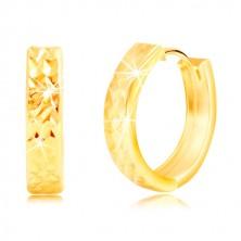 Náušnice zo žltého zlata 585 s ligotavým brúseným povrchom a zárezmi