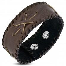 Náramok z kože - tmavohnedý pás, tenké prekrížené pásiky, šnúrkový lem