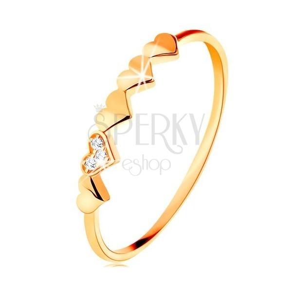 Prsteň v 9K žltom zlate - malé ligotavé srdiečka, číre zirkóniky