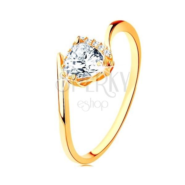 Prsteň zo žltého 9K zlata - číre zirkónové srdiečko, zahnuté konce ramien