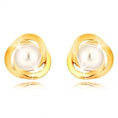 Náušnice z 9K žltého zlata - tri prepletené obruče, biela sladkovodná perla, 5 mm