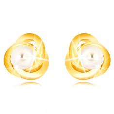 Náušnice v žltom 9K zlate - tri prepletené prstence, biela sladkovodná perla, 3 mm