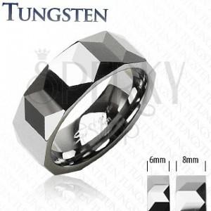 Tungstenový prsteň - vzor hranolov