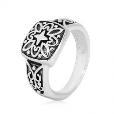 Strieborný prsteň 925 - ozdobný štvorec a vyrezávané ramená s patinou