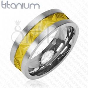Titánová obrúčka - vzor trojuholníkov zlatej farby