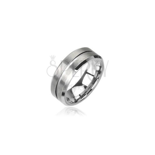 Wolfrámový prsteň v striebornej farbe, brúsený