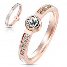 Oceľový prsteň v medenom odtieni - perleťový pás, okrúhle zirkóny čírej farby, 2 mm