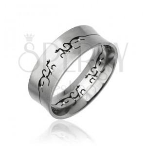 Oceľový prsteň s vyrezaným TRIBAL ornamentom