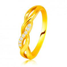 Lesklý prsteň zo 14K žltého zlata - prepletené vlnky, briliantová línia