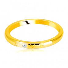 """Diamantová obrúčka v žltom 14K zlate - nápis """"LOVE"""" s briliantom, hladký povrch, 1,5 mm"""