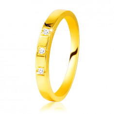 Diamantový prsteň zo žltého 585 zlata - lesklé ramená, tri ligotavé brilianty