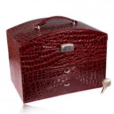 Kufríková šperkovnica bordovej farby, krokodílí vzor, kovové detaily v striebornom odtieni, kľúč