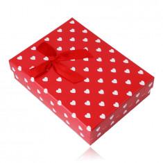 Darčeková krabička na retiazku alebo set – biele srdiečka, červený podklad