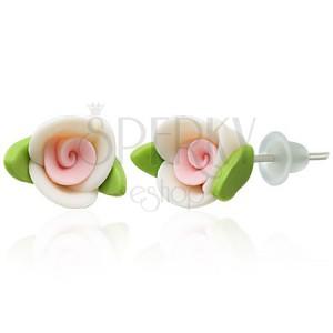 Náušnice z hmoty fimo - biela ružička s lístkami