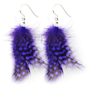 Náušnice - bodkované fialové pierka