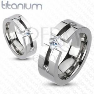Titánový prsteň - výrez, štvorcový a okrúhle zirkóny