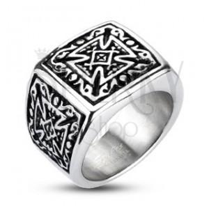 Oceľový prsteň striebornej farby - pečatný, patinovaný maltézsky kríž