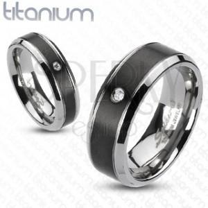 Titánový prsteň - čierny pás so zirkónom | Šperky Eshop