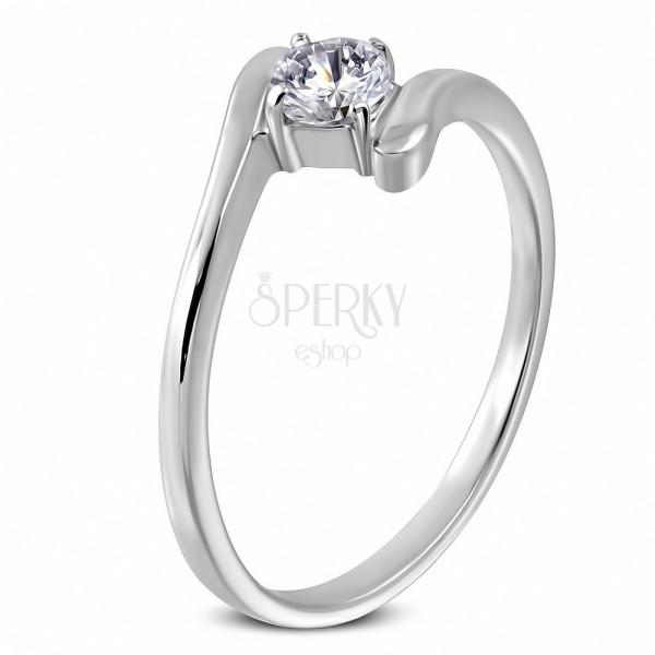 Snubný prsteň - okrúhly zirkón uchytený medzi koncami prsteňa