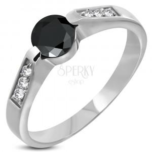 Oceľový zásnubný prsteň s čiernym očkom