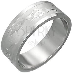 Prsteň z ocele s kmeňovým ornamentom