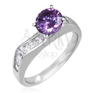 Prsteň z ocele - výrazný fialový zirkón, štvorcové číre zirkóny