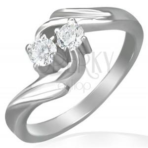 Zásnubný prsteň - stočený stred, dva zirkóny