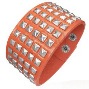 Koženkový náramok - vystupujúce pyramídky, oranžový
