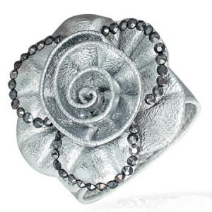 Dekoratívny kožený náramok - ruža, strieborný odtieň