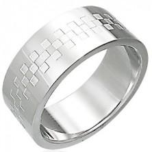 Oceľový prsteň lesklý so vzorom v tvare šachovince