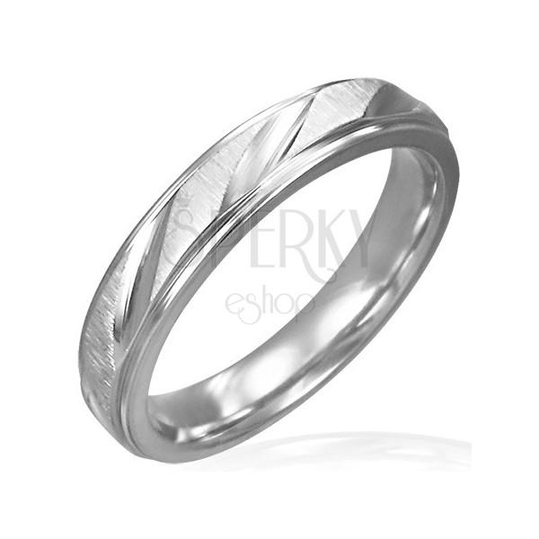 Dámsky oceľový prsteň matný s lesklými zárezmi