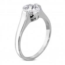 Snubný prsteň s čírym veľkým oválnym zirkónom