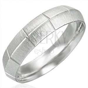 Dámsky oceľový prsteň matný so zvislými ryhami, vyvýšený stred