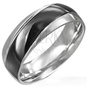 Prsteň čierno-striebornej farby so šikmým čiernym pásom