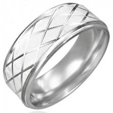 Brúsený prsteň z ocele s kosoštvorcami